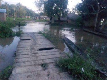 Viertel Toungba unter Wasser